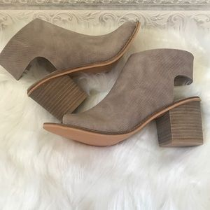 Shoes - 🆕 Peep Toe Ankle Wrap Block Heel